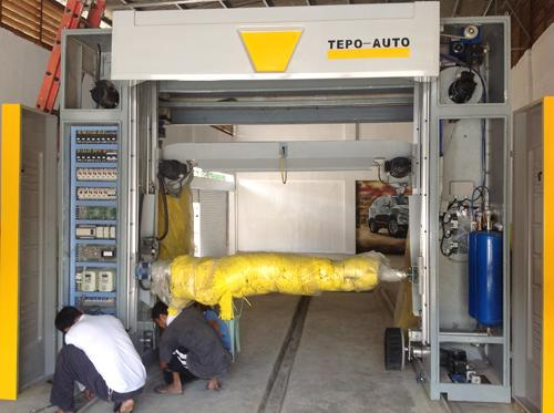 Full Automatic CE Car Wash Tunnel Equipment With Low Energy Consumption
